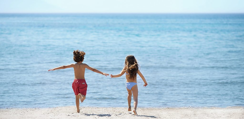 Ikos Aria _ Kids on the beach_2880x1920
