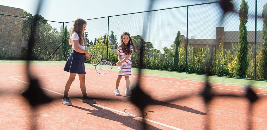 Ikos Oceania Kids Activities - Tennis Class _2880x1804