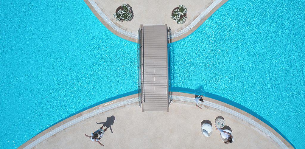 Sani Dunes _family_pool_2880x1640